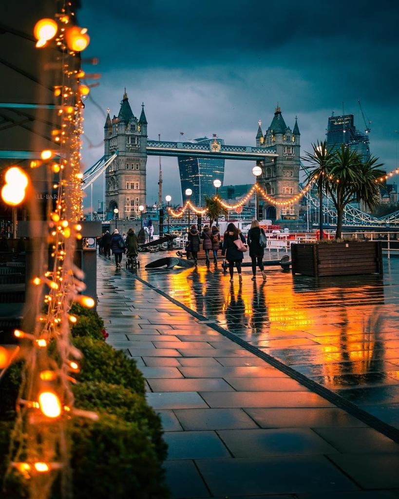 LONDON(UK) CAD 695.00